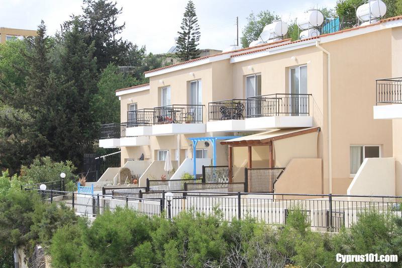 -1-armou-2-bedroom-townhouse-stunning-coastal-mountain-views.jpg