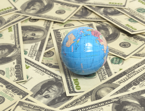 Average Expat in US Has a High Salary But Has Difficulty